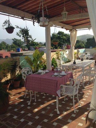 Hostal Jose y Kirenia: Desayuno en la terraza