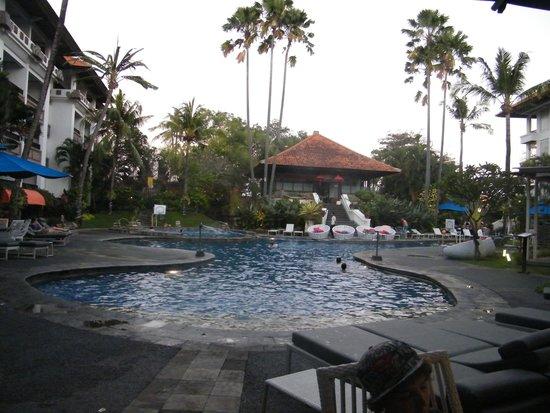 Prime Plaza Suites: Main pool
