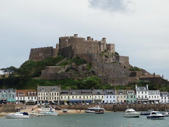 Best Western Royal Hotel: Mont Orgueil Castle