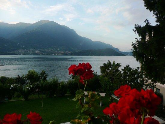 Hotel Helvetia: la vista dall'Hotel, lago di Como ed isola Comacina