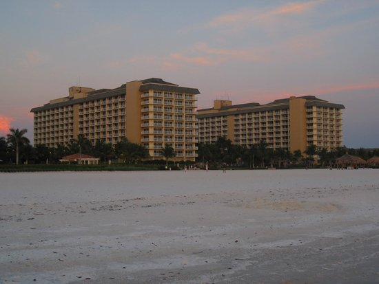 JW Marriott Marco Island Beach Resort: hotel from the beach