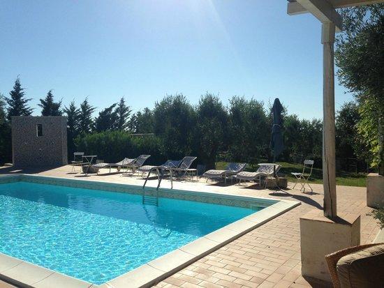 Hotel Giardino Giamperduto : la piscina