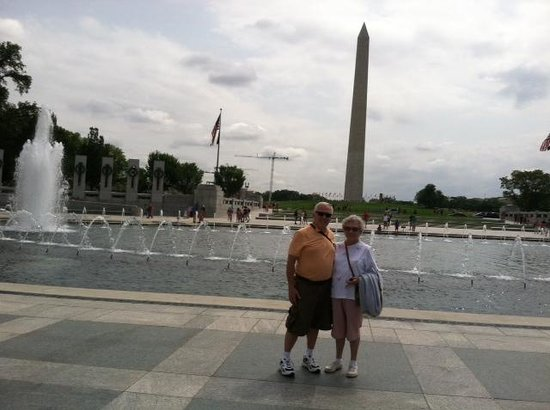 Big Bus Tours : Mom and Me at WWII Memorial  July 21, 2014