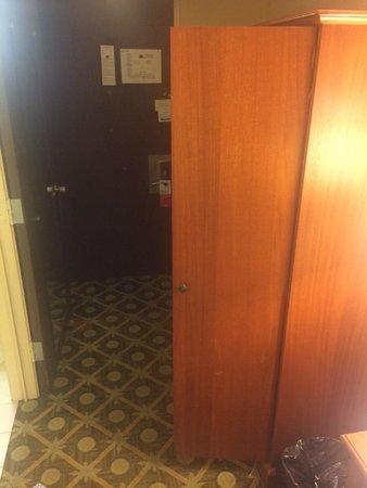 Ramada Santa Barbara: Small room with old wardrobe blocking entrance