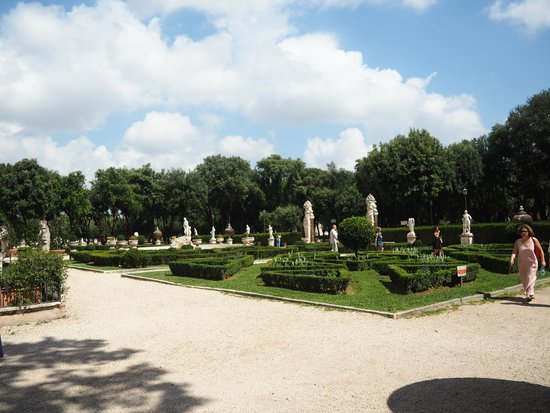 Borghese Gallery: Jardines exteriores