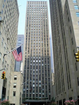 Rockefeller Center : The view of the buildings on Rockefeller Plaza