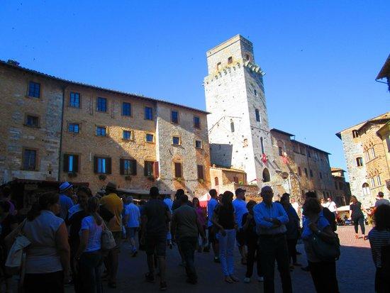 Piazza della Cisterna: San Gimignano