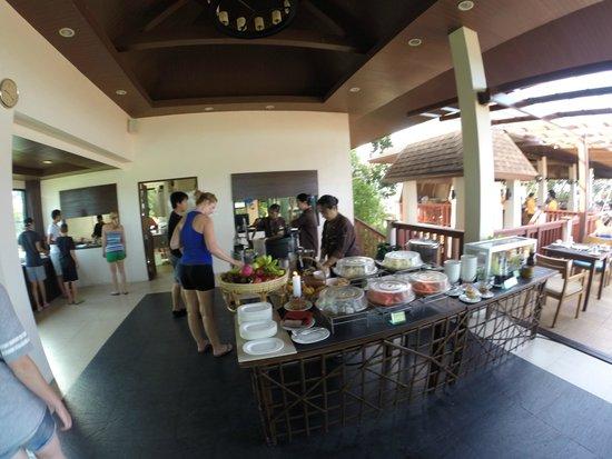 Crown Lanta Resort & Spa : Breakfast. Fresh wafels, pancakes, smoothies en fruit!