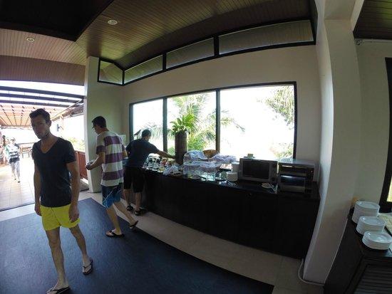 Crown Lanta Resort & Spa : Warm food!