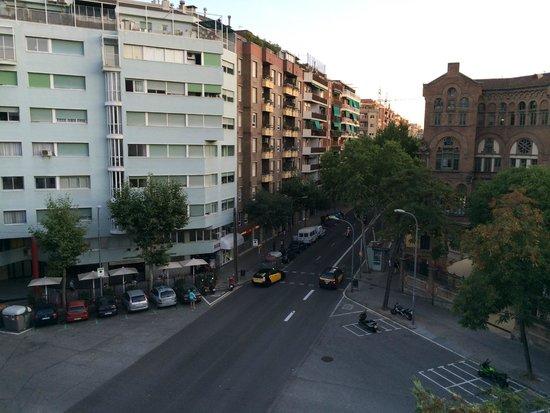 Amrey Sant Pau : Zimmerausblick rechts auf Kreuzung und Hospital Sant Pau