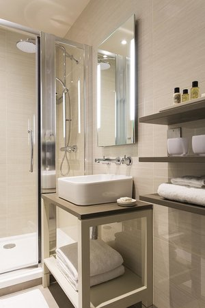 The Bull & The Hide: Luxury en-suite shower room of Bedlam