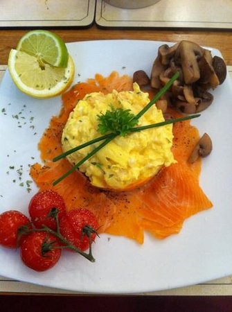 All Seasons Guest House Filey, B&B: Smoked salmon and scrambled egg with chives and cream - amazing