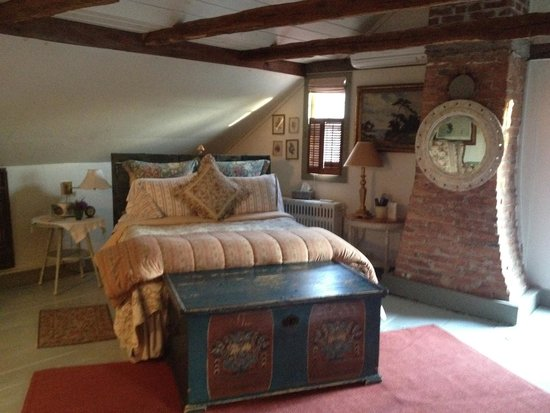 Olde Rhinebeck Inn: Spirited Dove Room (My Fave)