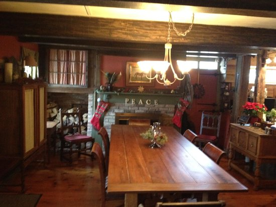 Olde Rhinebeck Inn: Dining room during holiday season