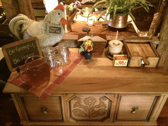 Olde Rhinebeck Inn: morning---fresh juices and teas always something new