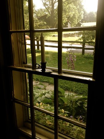 Olde Rhinebeck Inn: looking out of the living room window