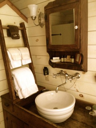 Olde Rhinebeck Inn : Plow and Harrow has my fav Bathroom!