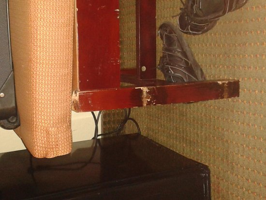 Clarion Hotel & Conference Center: scratched furniture