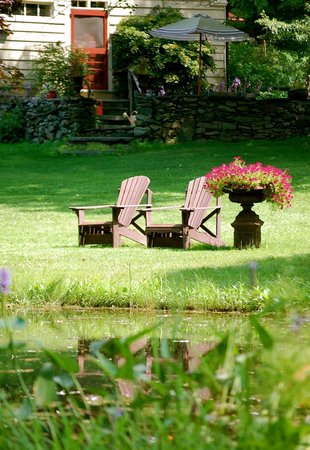 Olde Rhinebeck Inn: by the pond
