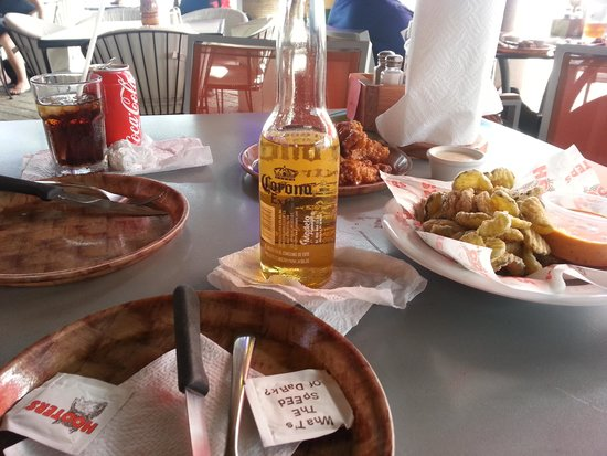 La Isla Shopping Village : $30 lunch for 2 at Hooters
