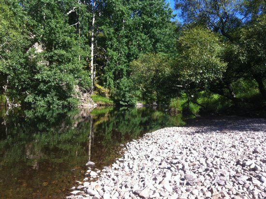 Highland Holiday Cottages: Secluded beach on the Truim