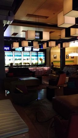 Aloft Chicago O'Hare : Bar area