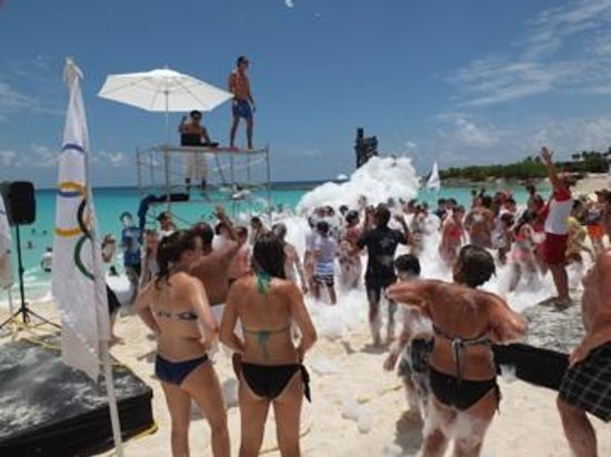 Club Med Cancun Yucatan: Party mousse sur le bord de la plage