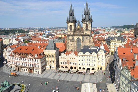 Prager Altstadt: Piazza della città vecchia dalla torre dell'orologio 2