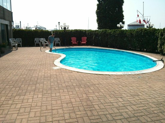 Confederation Place Hotel : Piscine