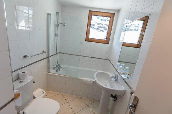 Hotel Le Lavachey: salle de bains