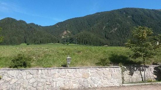 Hotel Koflerhof: Vedita della valle dal parcheggio
