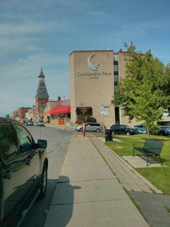 Confederation Place Hotel: Vue de l'extérieur