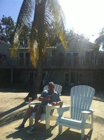 Coconut Palm Inn : chilling after breakfast