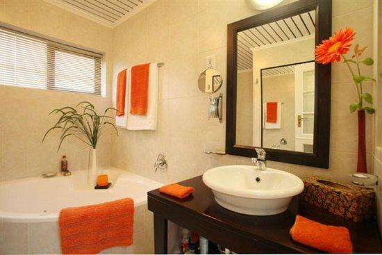 Moontide Guest House : Moondance Bathroom