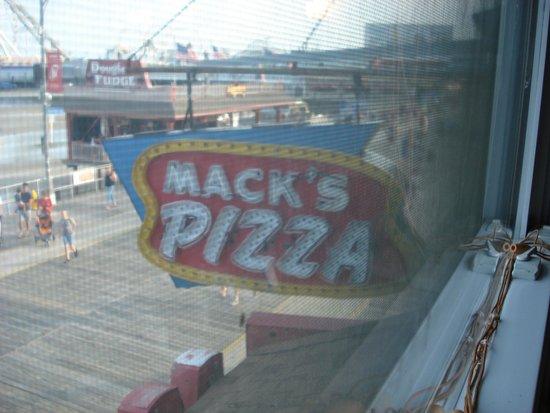 Mack's Pizza