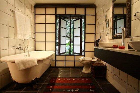 Moontide Guest House : Moonriver Bathroom