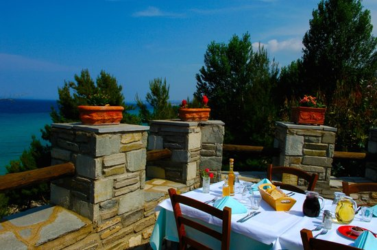 Alexander The Great Beach Hotel: Taverna Antonis with Sea View