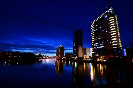 Kindness Hotel - Min Sheng : 日落時於康橋商旅旁環河街所拍