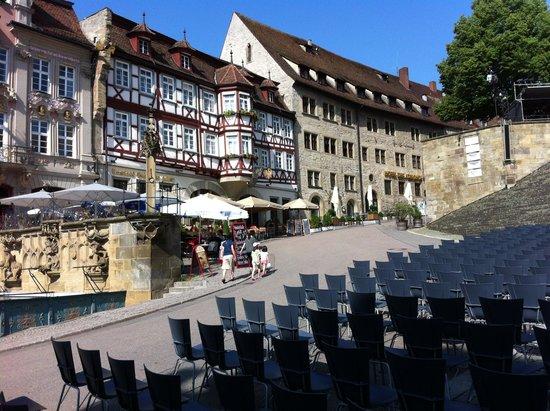 Romantik Hotel Der Adelshof: outside of historic facade facing the Markt