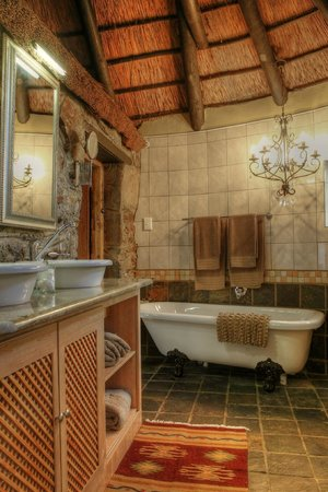 Moontide Guest House: Stone Cottage Bathroom
