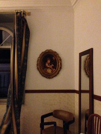 Repubblica Hotel : portrait in the dark which is a bit creepy