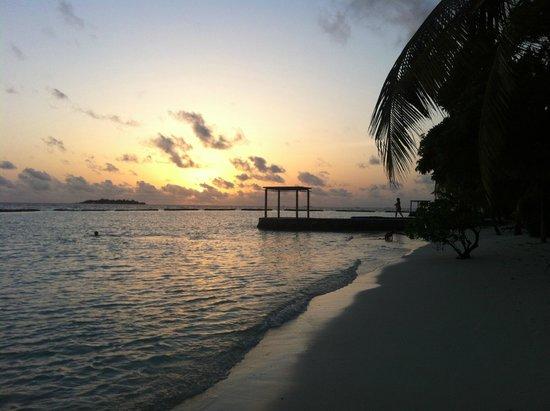 Kurumba Maldives: beauty of Kurumba beach at night