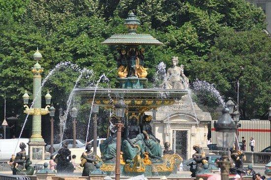 Place de la Concorde: Fountain