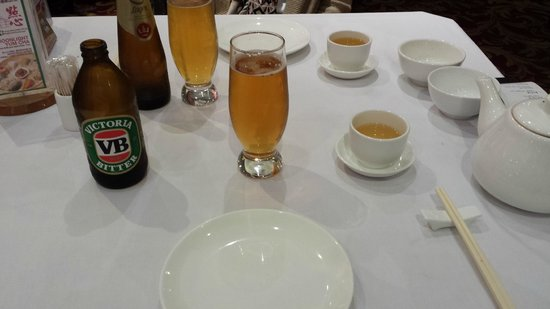 East Ocean Restaurant: The beer and tea the start of the meal was good