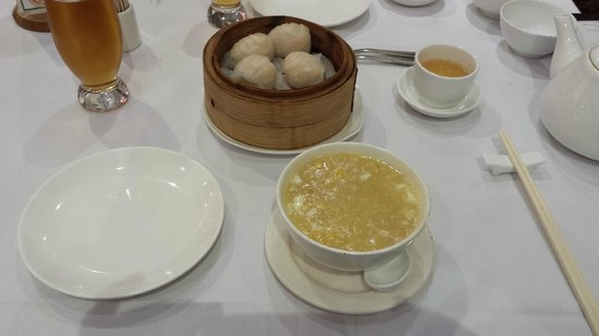 East Ocean Restaurant: Prawn dumplings were bland, crabmeat and corn was bland and overstarched