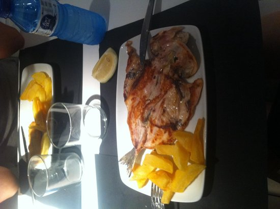Mariscco: Lubina que ofrecen en el menú del día