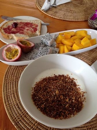 Early Bird Bed & Breakfast : muesli breakfast with fruit