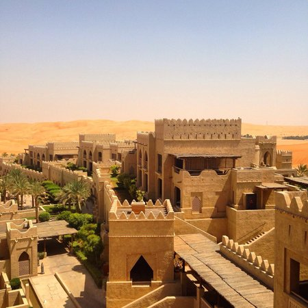 Qasr Al Sarab Desert Resort by Anantara: Qsar al Sarab, view from rooftop restaurant.
