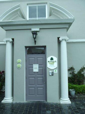 Rowan Tree Hostel: L'ingresso al Rowan Tree
