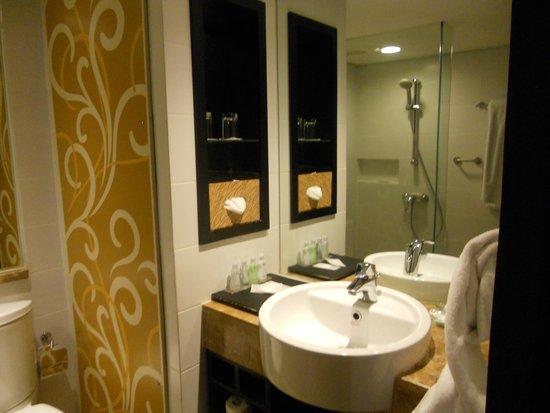 Prama Sanur Beach Bali: interno del bagno
